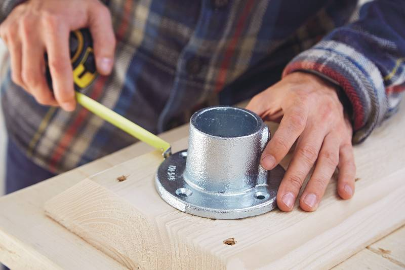 Attaching scaffold mounts - 2 ways to create a table from discarded scaffolding