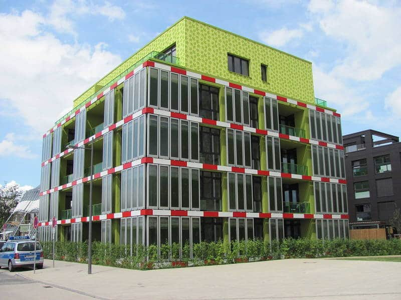The BIQ Building: The world's first full-scale bioreactive façade