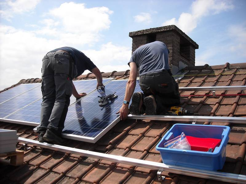Solar Rooftop DIY: Comparing On and Off-Grid PV Systems