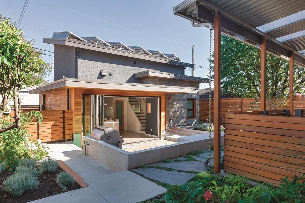 Solar panels visible from back - Solar laneway house