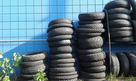 How to Make a Low-Cost Ottoman with a Recycled Tire [video]