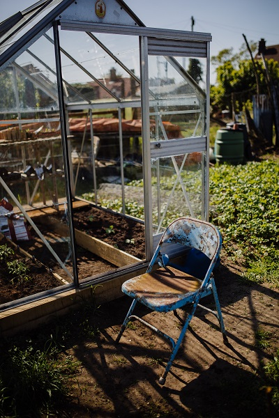 Glass greenhouse - How to build a simple greenhouse with recycled materials